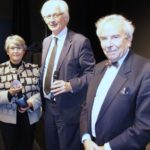 remise de la médaille d'or de la Ville par Monsieur le Maire à Catherine Comas, présidente d'honneur